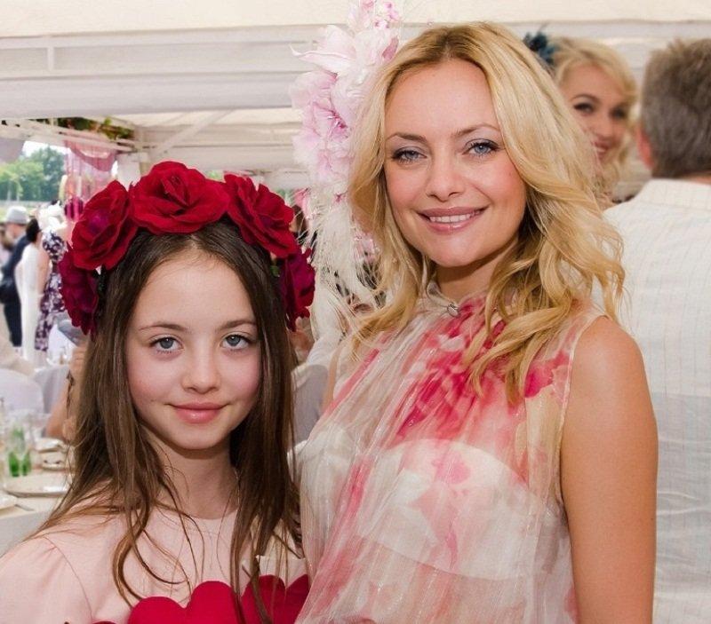 Максимова Елена с дочерью Дианной