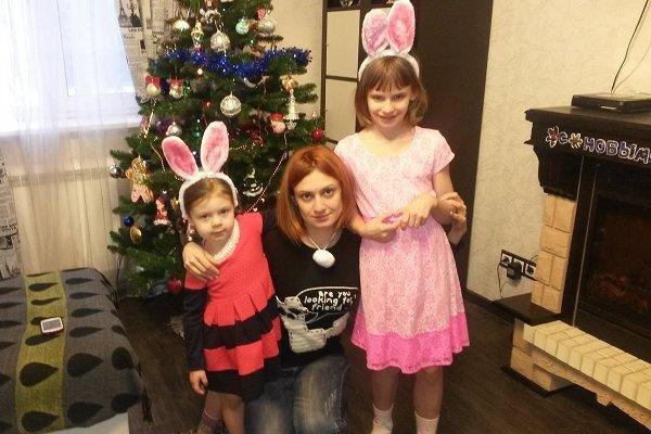 Карина Мишулина с дочками