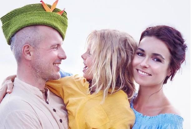 Ирена Понарошку с мужем и сыном