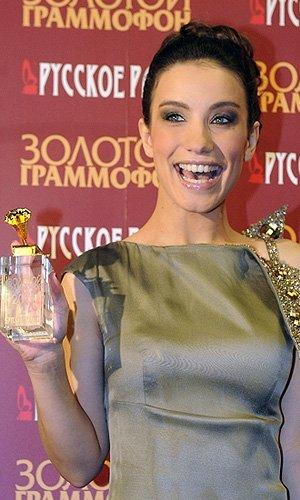 """Виктория Дайнеко получила статуэтку """"Золотой граммофон"""" (2011)"""
