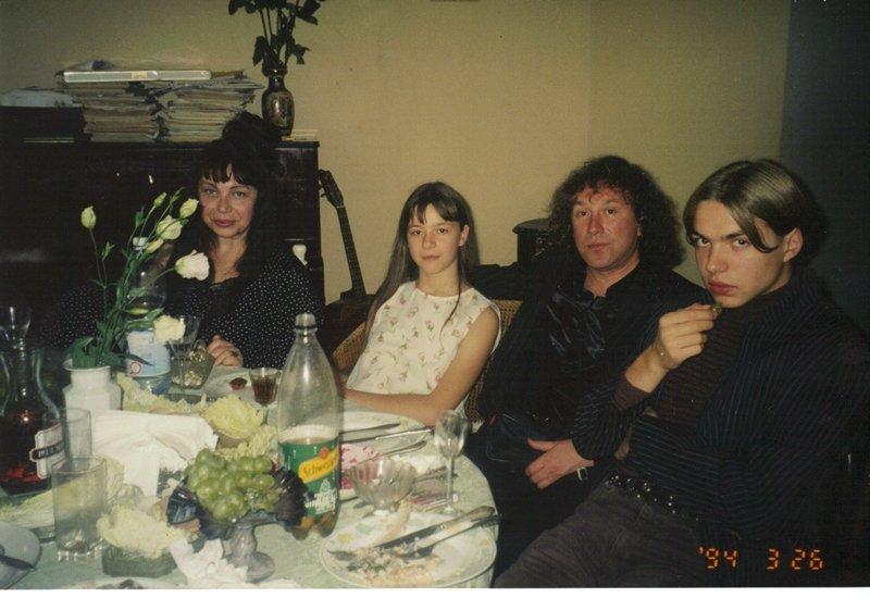 Владимир Кузьмин с женой Татьяной Артемьев и детьми