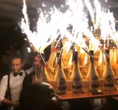 Шампанское вынесли под гимн России