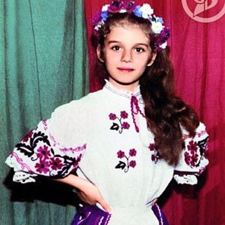 Анна Седокова в украинской рубашке