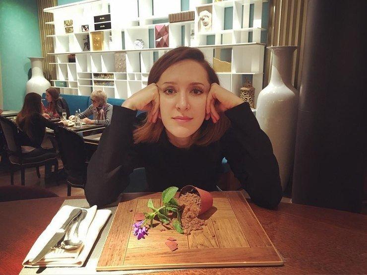 Матильда Шнурова  в ресторане КоКоКо