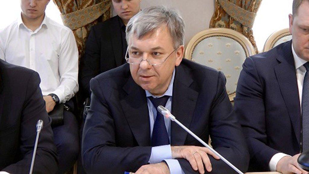 Экс-сотрудник ФСБ признался в вымогательстве крупной взятки.