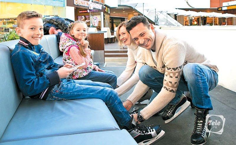 С женой Еленой и детьми Владиком и Алиной