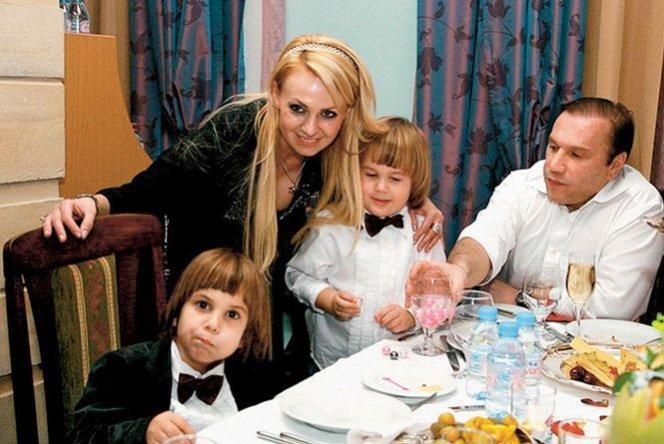 Яна Рудковская, Виктор Батурин с сыновьями - Андреем и Николаем