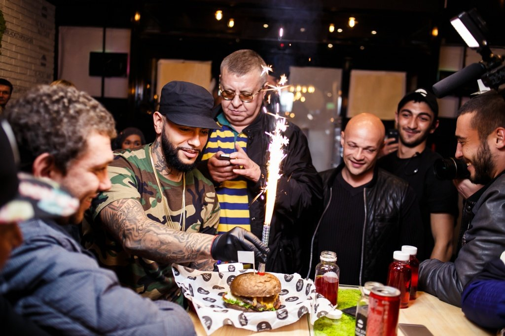 """Black Star Burger"" Тимати"