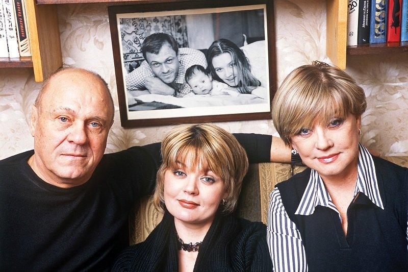 Юлия Меньшова с родителями: Владимиром Меньшовым и Верой Алентовой